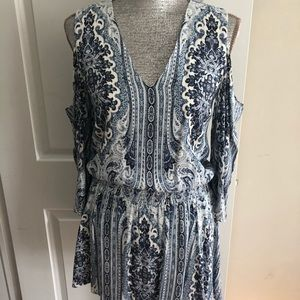 Alice and Olivia cut out shoulder dress - EUC🤩